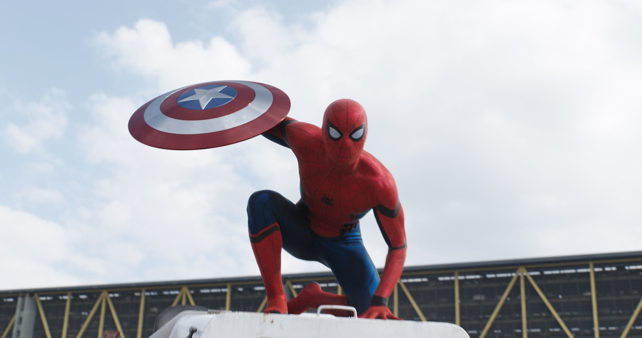 https://cinemaplanet.pt/wp-content/uploads/2016/04/Captain-America-Civil-War-Spider-Man-Shield-Official.jpg