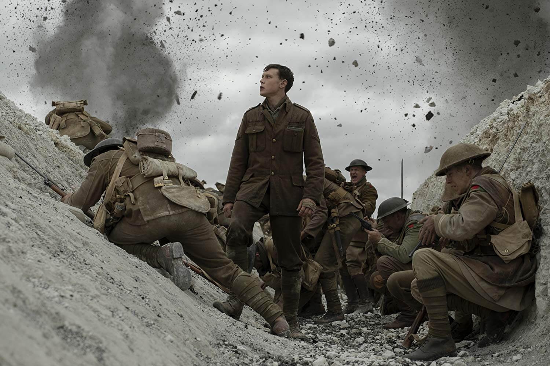 George MacKay foge do perigo numa corrida infernal em novo clip de 1917