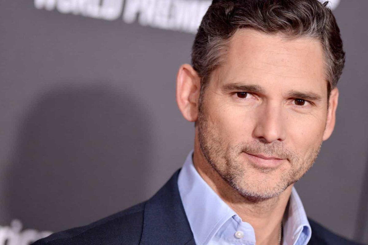 Eric Bana no papel de Mike The Bike Hailwood, o lendário motociclista